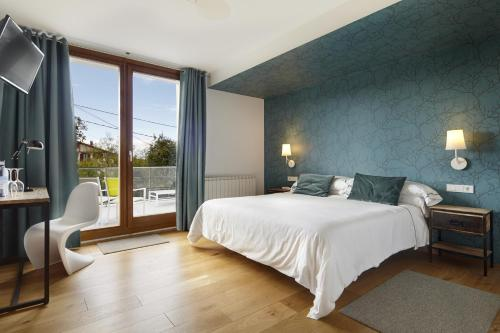 Double or Twin Room with Terrace Hotel San Prudentzio 21