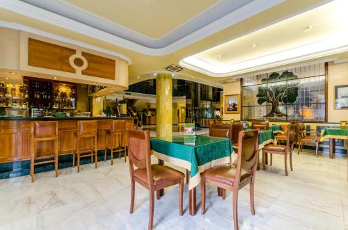 Hotel Infanta Cristina 23