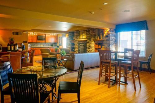 Larkspur Landing Pleasanton - An All-Suite Hotel - Pleasanton, CA 94588