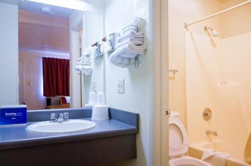Ez 8 Motel San Jose Ii - San Jose, CA 95131