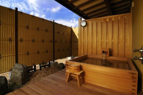 日式豪華套房- 帶露天浴池 (Japanese-Style Deluxe Suite with Open Air Bath)