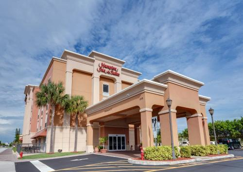 . Hampton Inn & Suites Cape Coral / Fort Myers