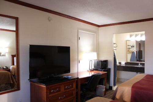 Sanger Inn room photos