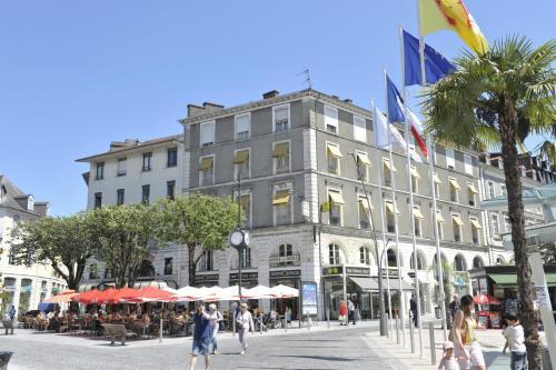 HotelHotel Le Bourbon Pau Centre