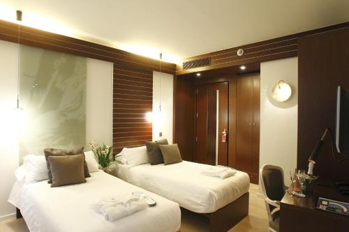 Double or Twin Room Hotel Museu Llegendes de Girona 38