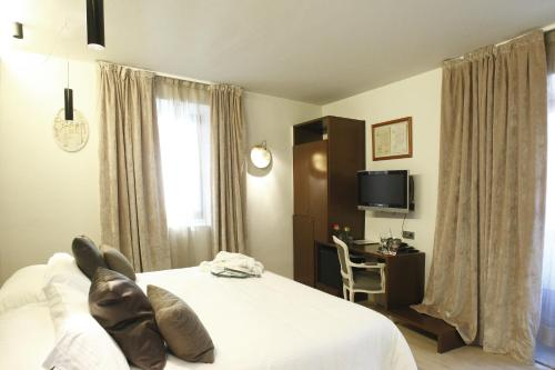 Double or Twin Room Hotel Museu Llegendes de Girona 60