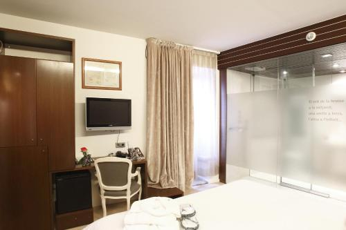 Double or Twin Room Hotel Museu Llegendes de Girona 43