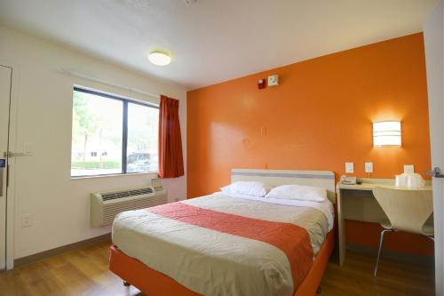 Motel 6 Lantana - Lantana, FL 33462