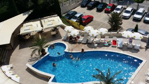 . Royal Cove ApartHotel