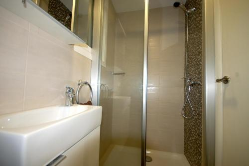Lets Holidays Centric Apartment in Barcelona photo 10