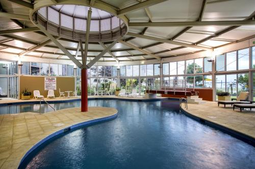 Swimming Pools Bunbury - hotel mantra bunbury western australia book