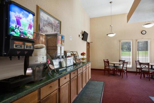 Travelodge By Wyndham La Porte/Michigan City Area - LaPorte, IN 46350