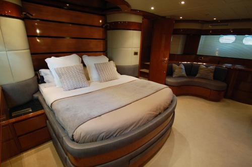 Leigh Yacht photo 2