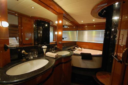 Leigh Yacht photo 5