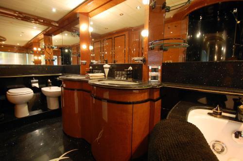 Leigh Yacht photo 6