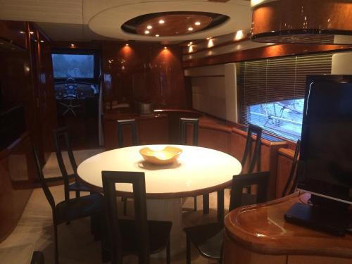 Leigh Yacht photo 12