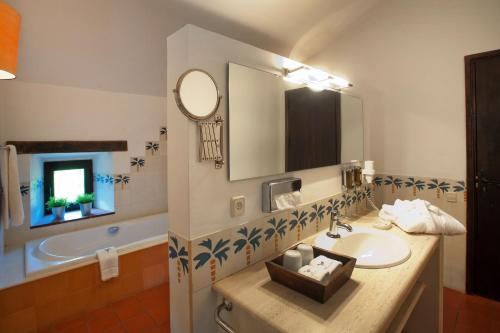 Junior Suite With Free Access to the Spa Mas Falgarona Hotel Boutique & SPA 6