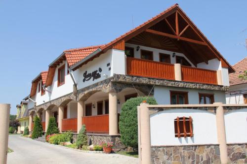 . Villa Laura