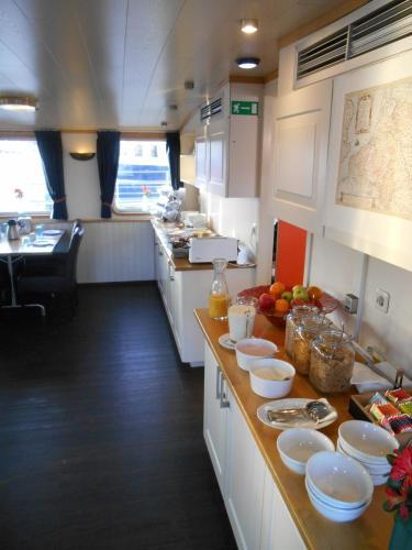 Hotelboat Iris photo 4
