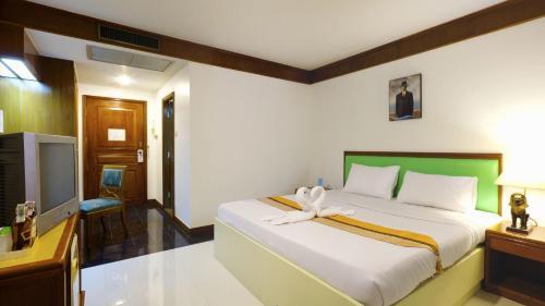 Silom Avenue Inn photo 23