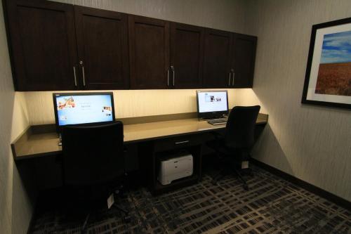 Hampton Inn & Suites Airdrie - Airdrie, AB T4A 2G8