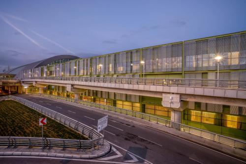 Izmir Tav Airport Hotel Izmir yol tarifi