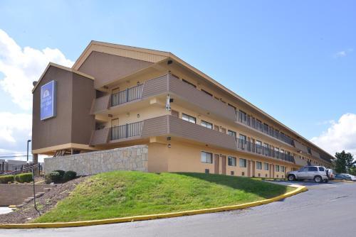 Americas Best Value Inn Pittsburgh Airport - Coraopolis, PA 15108