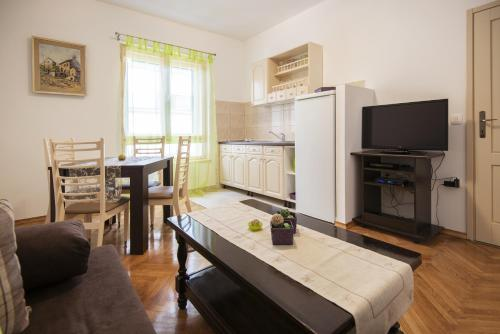 Cozy One-Bedroom Apartment, 23000 Zadar