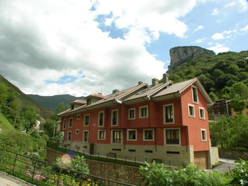 . Apartamentos Puente La Molina