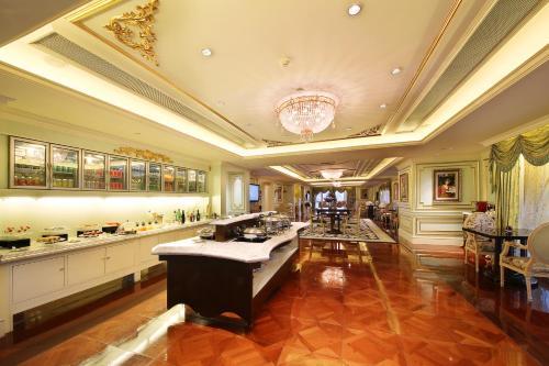 Legendale Hotel Beijing photo 42
