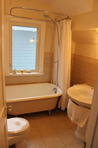 Riverbend Guest House - Saskatoon, SK S7H 0H3