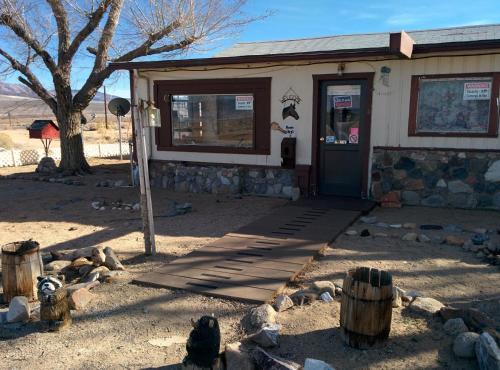 Rustic Oasis Motel - Olancha, CA 93549