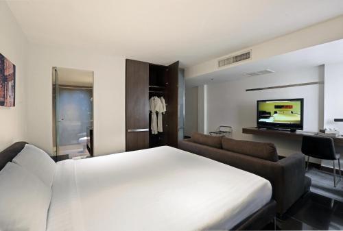 S33 Compact Sukhumvit Hotel photo 39