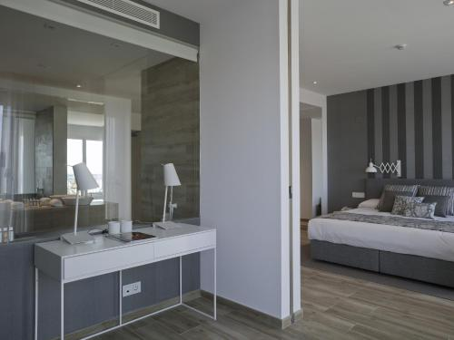 Junior Suite with Sea View - single occupancy Hotel Boutique Balandret 18