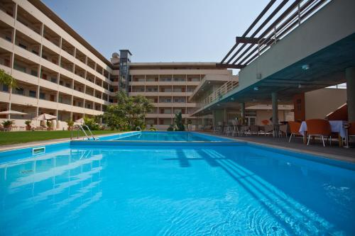 Фото отеля Aparthotel Mil Cidades