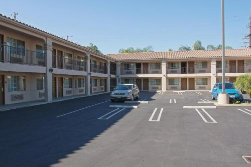 Burbank Inn And Suites