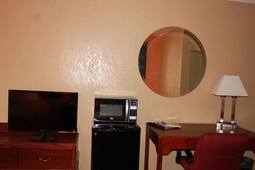 Fairview Inn And Suites - Jonesboro, AR 72401