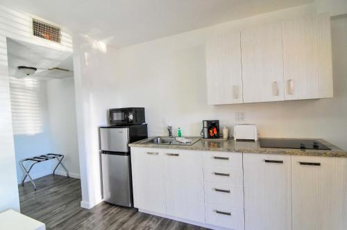 Regency Inn & Suites Sarasota - Sarasota, FL 34234