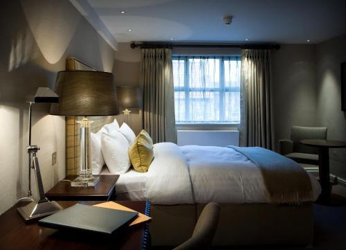 . Castle Hotel & Apartments