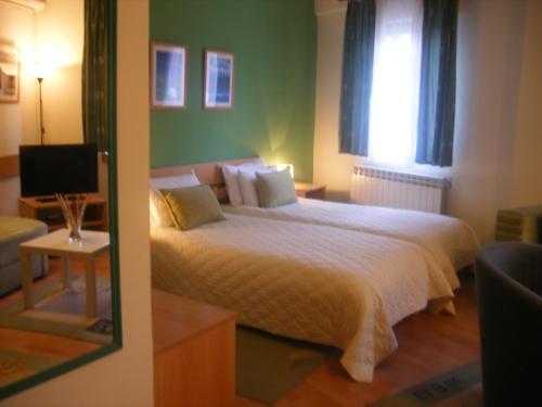 Хотел 7
