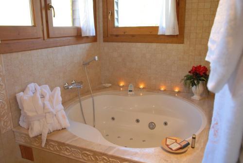 Suite Junior con jacuzzi Hotel Selba d'Ansils 1