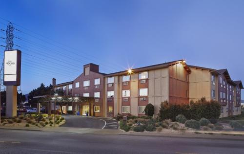 . Hotel Focus SFO