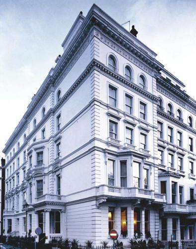 Strathmore Hotel, London