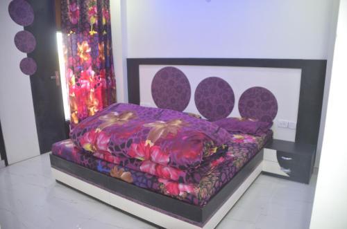 Goel Residency