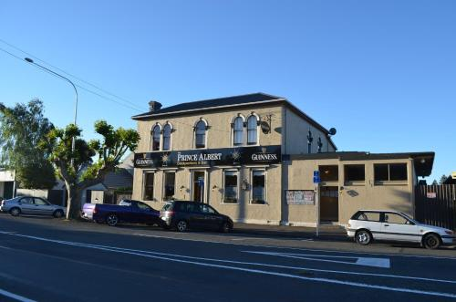 The Prince Albert Backpackers And Bar