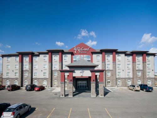 Redwood Inn & Suites - Clairmont, AB T8X 5B1