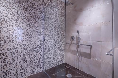 Hotel De Senlis Улучшенный трехместный номер