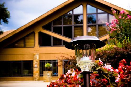 Hotel Postoak Lodge And Retreat