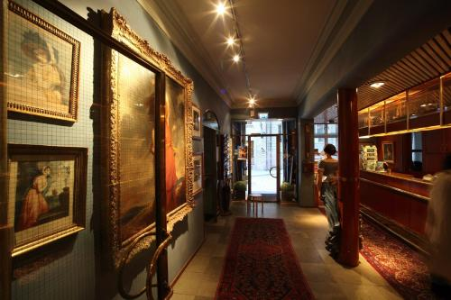 Collector's Lady Hamilton Hotel photo 14