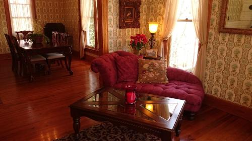 5 Ojo Inn Bed And Breakfast - Eureka Springs, AR 72632